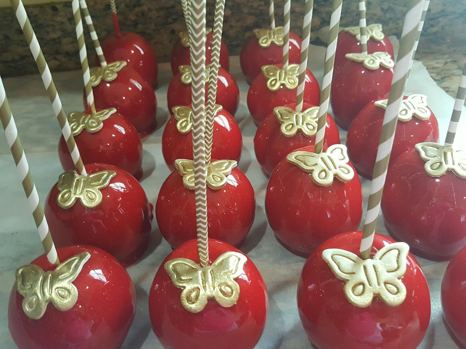 Red And Gold Candy Apples Oneskinnybaker Candy Apple Recipe Candy Apples Gold Candy