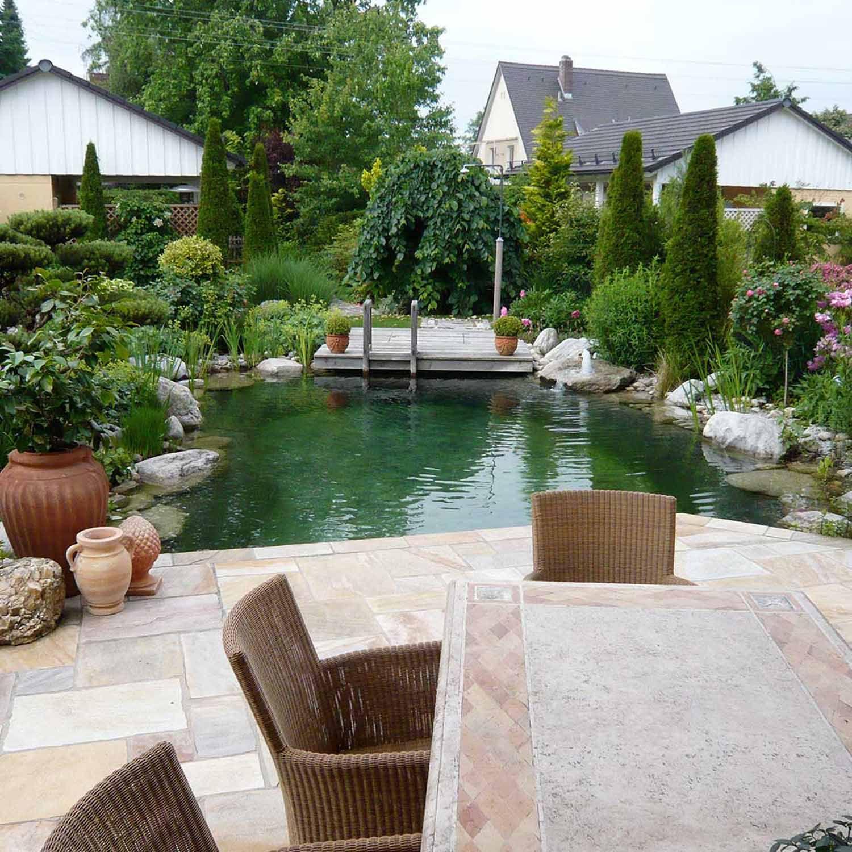 Mediterraner Wohlfuhlgarten Mit Schwimmteich Mit Toskana Ambiente Schwimmteich Outdoor Dekorationen Mediterraner Garten