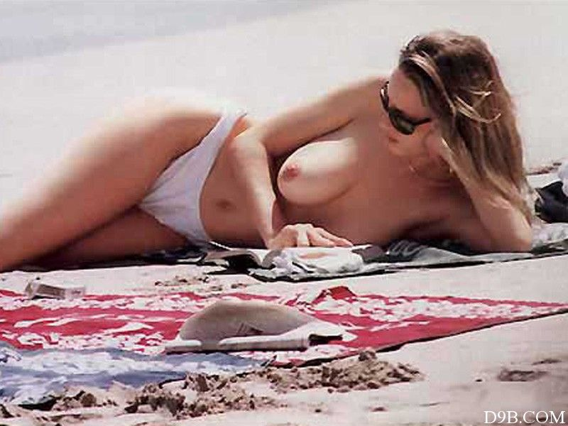 Hot nude chick ass