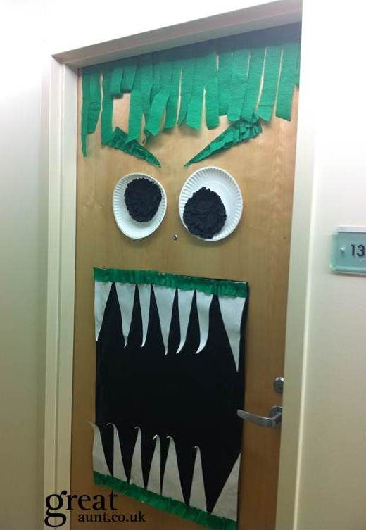 Halloween door decoration #halloween Holidays Pinterest - pinterest halloween door decor