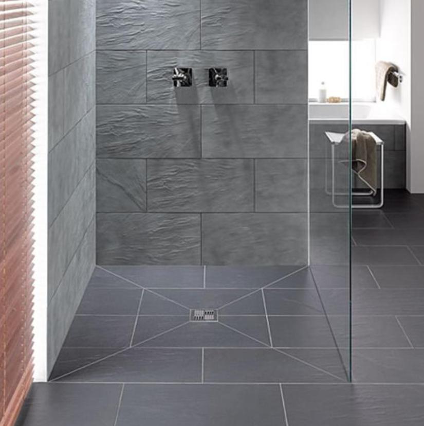 Aménager une douche… | Idée salle de bain, Douches carrelées ...