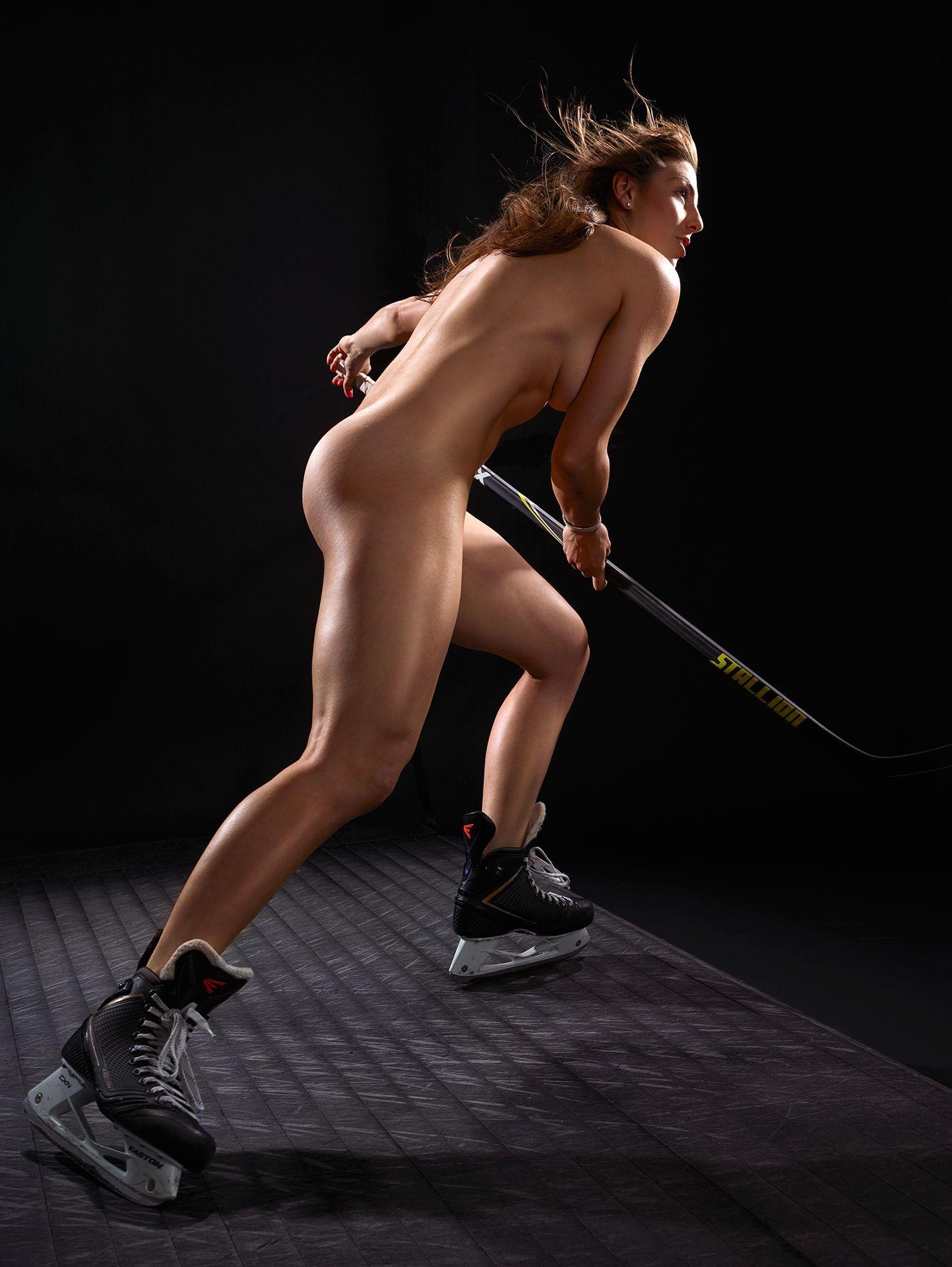 Голые спортсменки фото смотреть, голая жопастая красотка в мини юбке