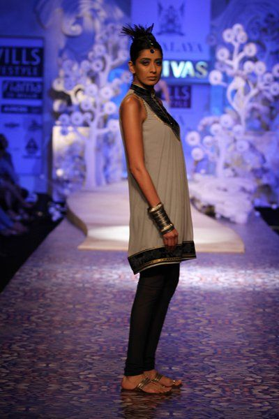 JJ Valaya. WLFW S/S 11'. Indian Couture.