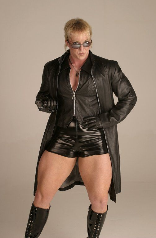 Exact Mature in leather fotos