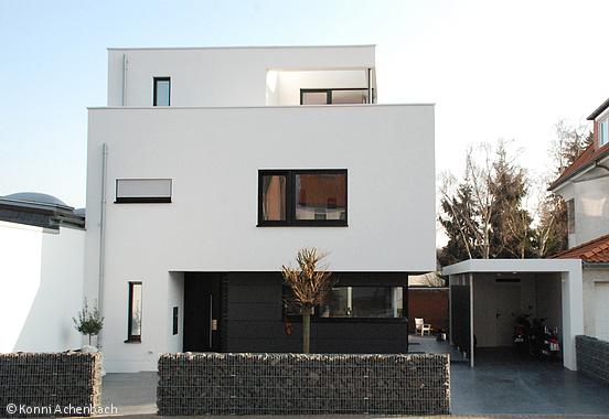 Moderne einfahrten einfamilienhaus  NAH BEIEINANDER UND DOCH GETRENNT - Köln / Bonn: CUBE Magazin ...