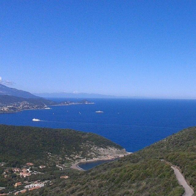 #panorama dalla #Paradisa #RioElba strada che porta a #Nisporto #Nisportino e #Bagnaia #isoladelba #isolaelba #IloveElba #Ilikeitaly #Elba #elbadascoprire #Island #Elbaisland #islandofelba #tuscany