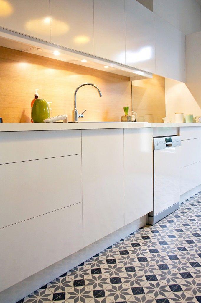 Cuisine meubles laqué blanc, crédence chêne, carreaux de ciment - Renovation Meuble En Chene