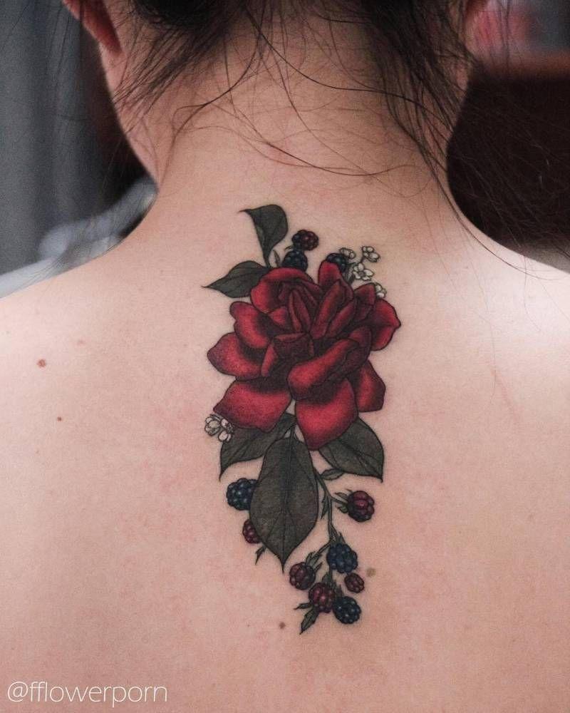Red Rose And Blackberries Tattoo On The Upper Back Tatuaje De Mora Tatuajes De Rosas Rojas Tatuajes De Aves Pequenas