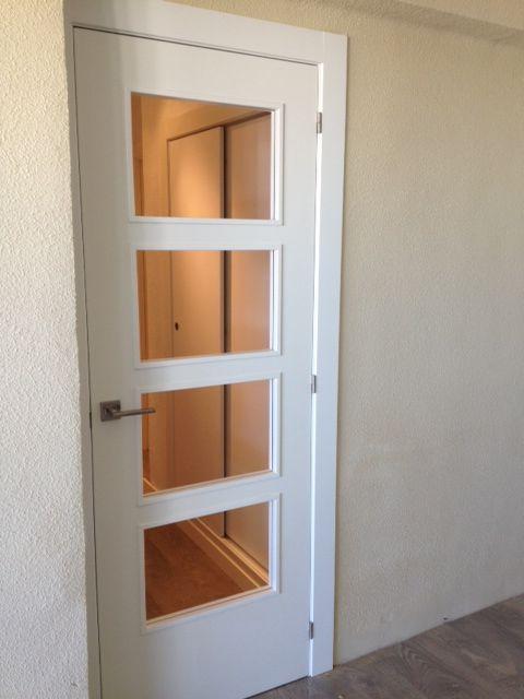 Puerta de paso vidriera para 4 cristales lacada blanca for Cristales para puertas de interior