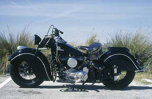 oldtimer motorrad indian chief am strand indian. Black Bedroom Furniture Sets. Home Design Ideas