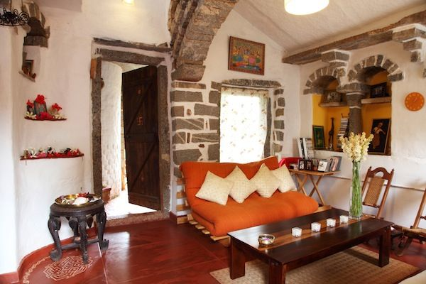 Surupa sen 39 s earthy rustic home in nrityagram near for Living room designs bangalore
