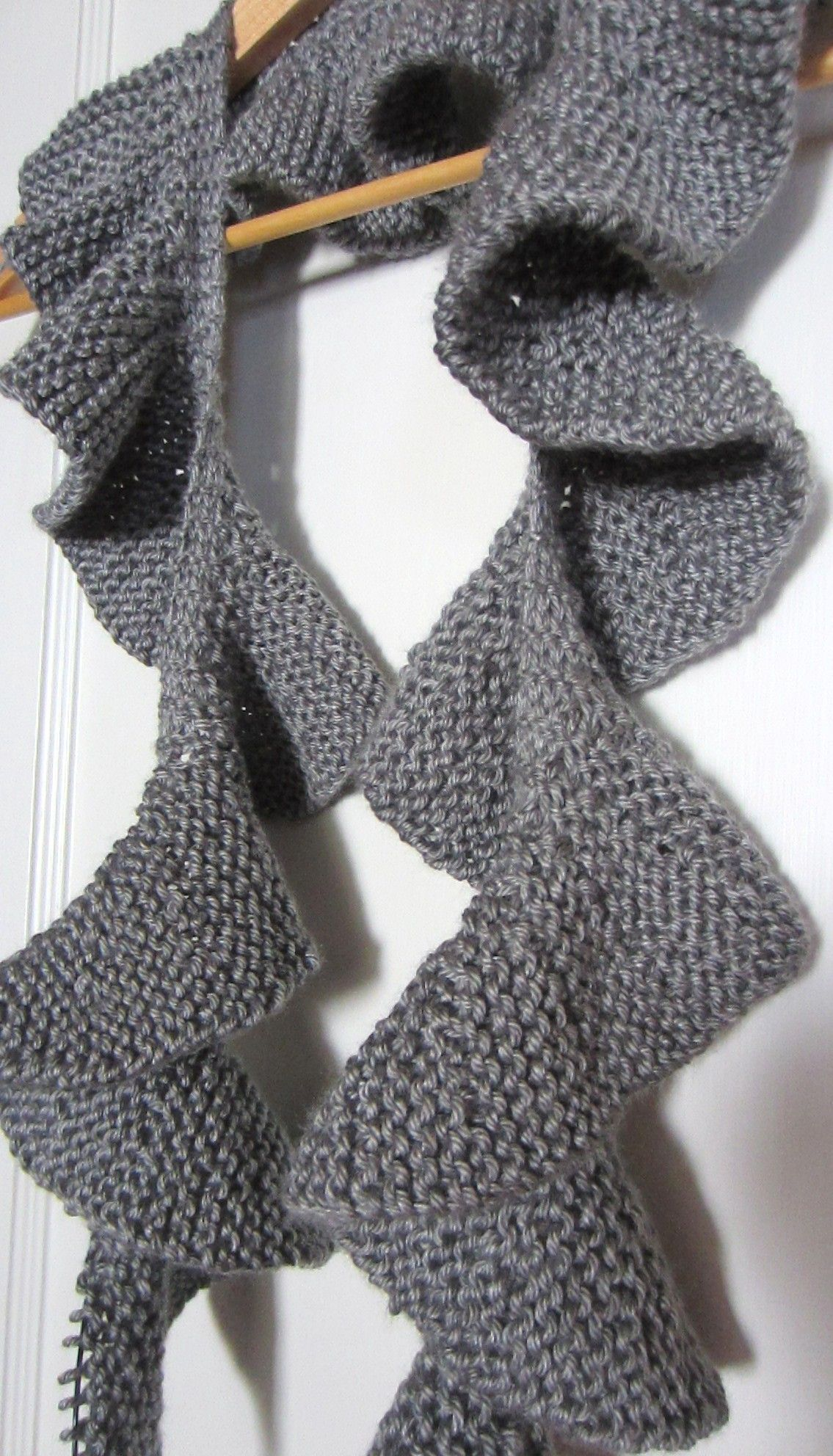 Famous Ruffle Scarf Knit Pattern Inspiration - Decke Stricken Muster ...