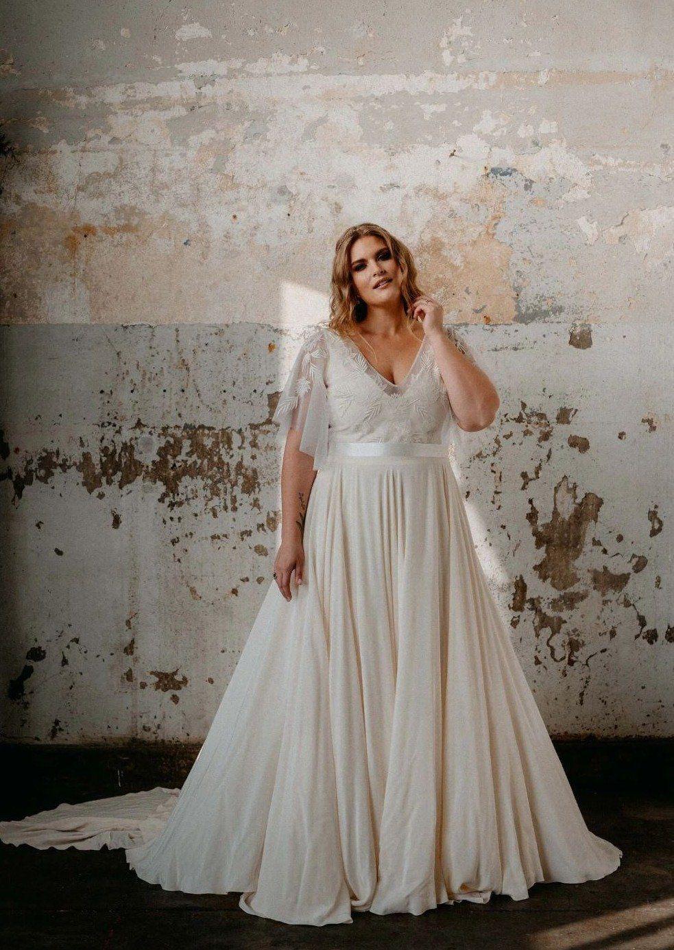 Pin On Wedding Dresses Plus Size [ 1385 x 983 Pixel ]
