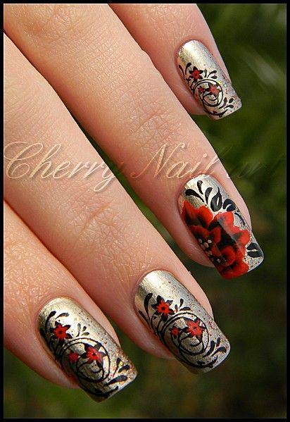 nail art de noel avec stamping et fleur au one stroke