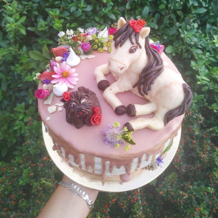 #cakeforgirl #pinkcake #flowercake #rubychocolate #simplycake #divdorty