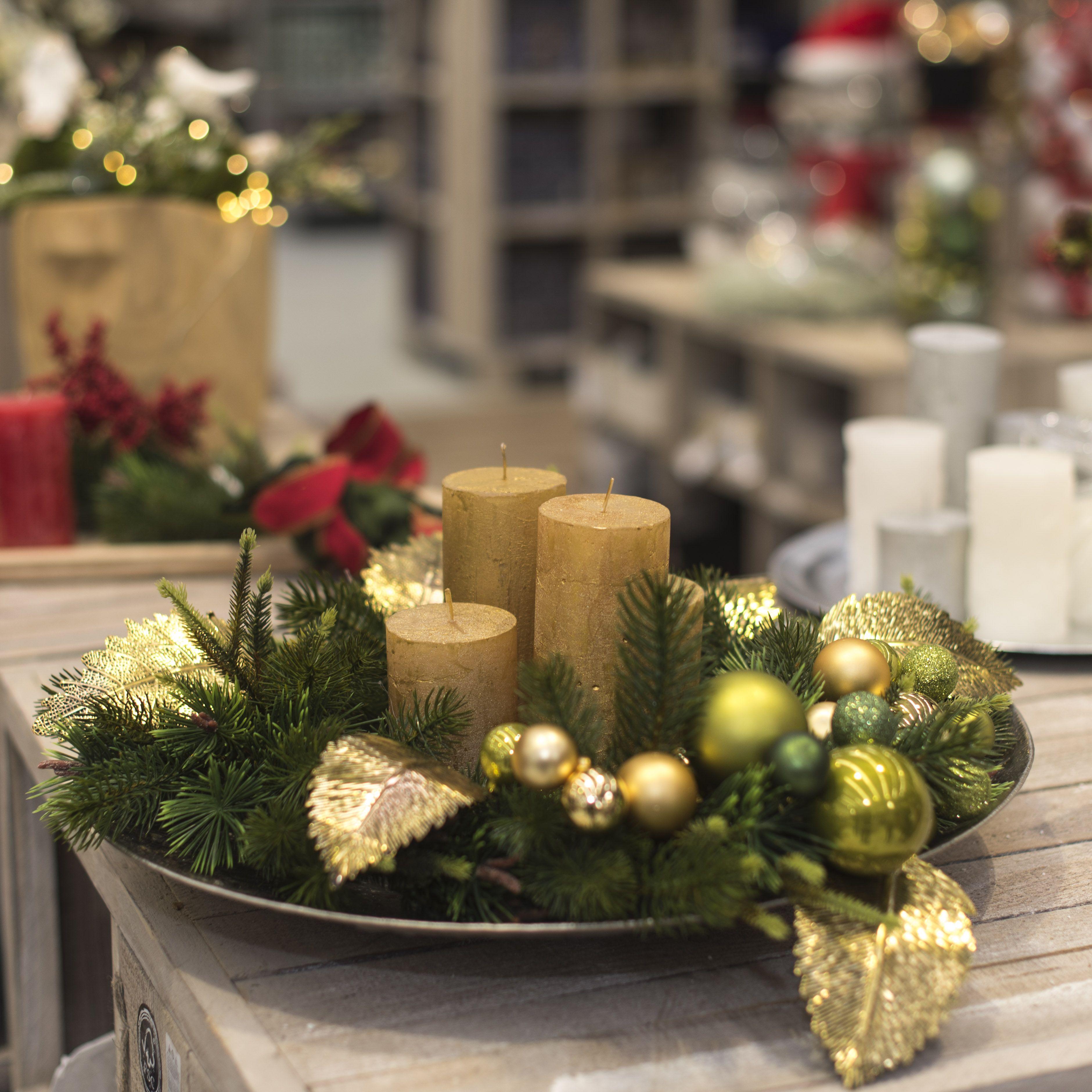 Tendenze Natale 2017 Elegante centrotavola in oro e verde