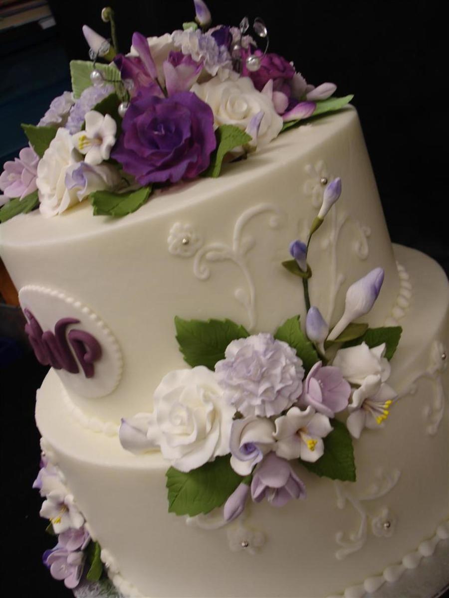 Simple elegance buttercream cake with gumpaste flowers wedding