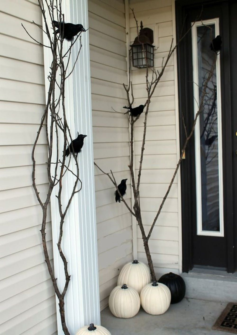 16 DIY Ways to Scare Trick-or-Treaters on October 31st