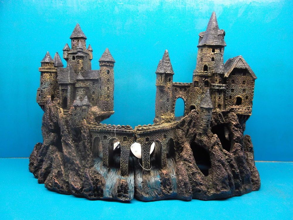 Penn plax rrw9 or 10 age of magic super castle aquarium for Harry potter fish tank