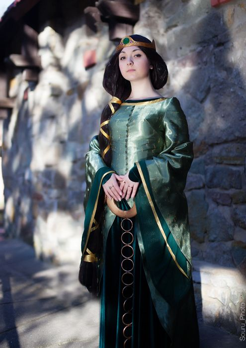 Costumes by Personality -- ISTJ Queen Elinor (Brave) #MBTI Myers - womens halloween ideas