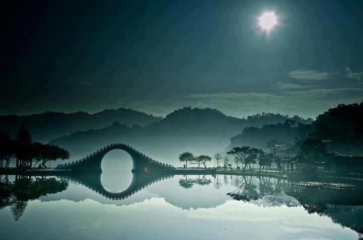 Breathtaking Photo Of The Moon Bridge In Taipei, Taiwan