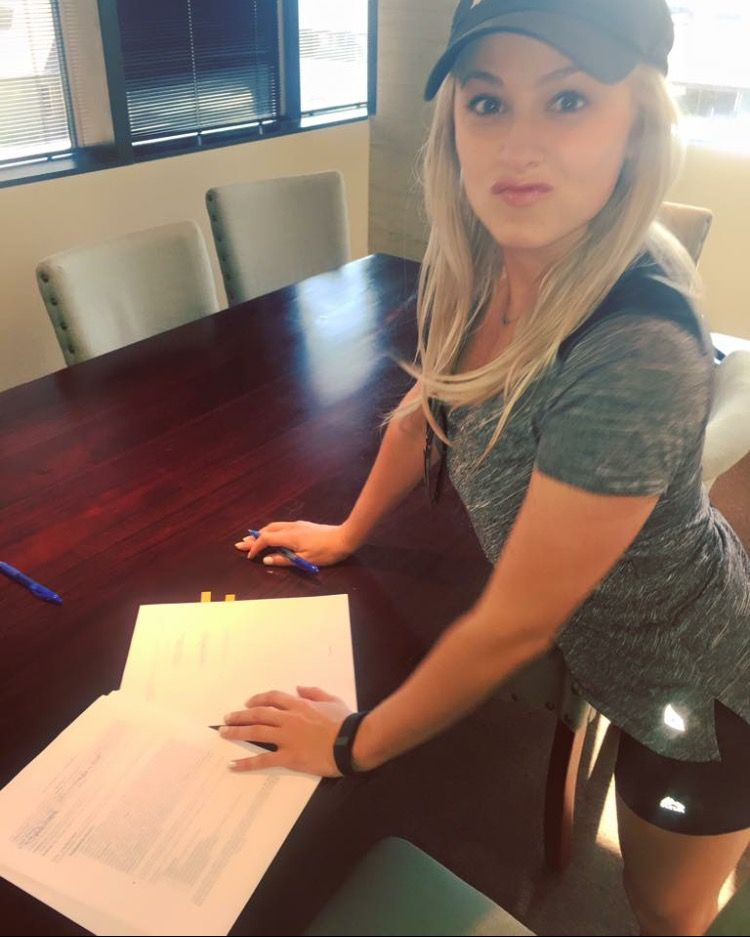Janell Wheeler of the Country Duo Lockhart signs the management - management agreement