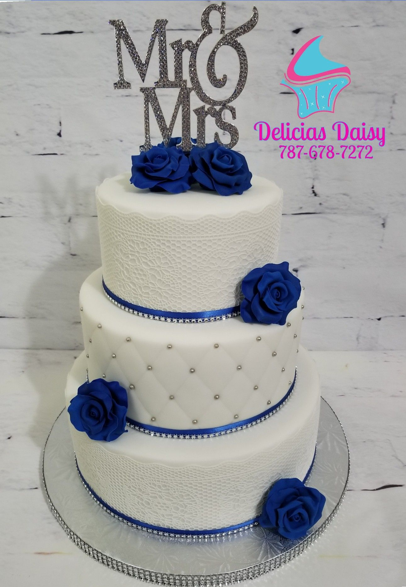 Wedding Cake Sugar Lace And Roses White Silver And Royal Blue Winter Wedding Cake Silver Wedding Cake Wedding Cakes Blue
