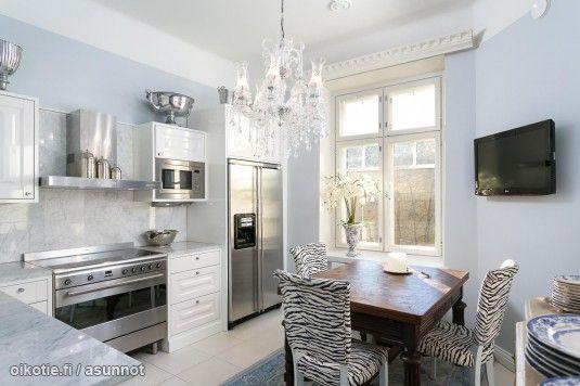 Myytävät asunnot, Pietarinkatu 10 Ullanlinna Helsinki #keittiö #oikotieasunnot
