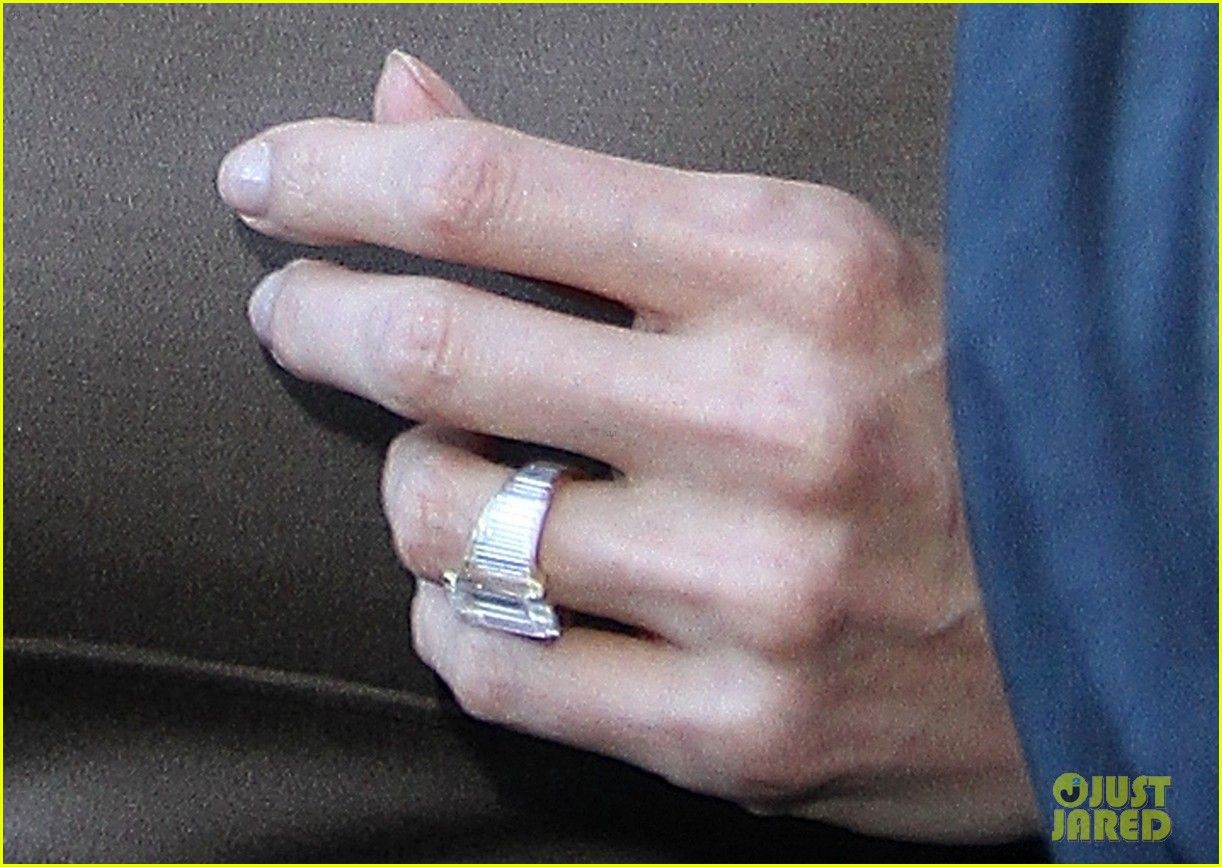 Pin By Andrea Eppolito Weddings Eve On Celebrity Engagement Rings Angelina Jolie Engagement Ring Celebrity Engagement Rings Engagement Rings
