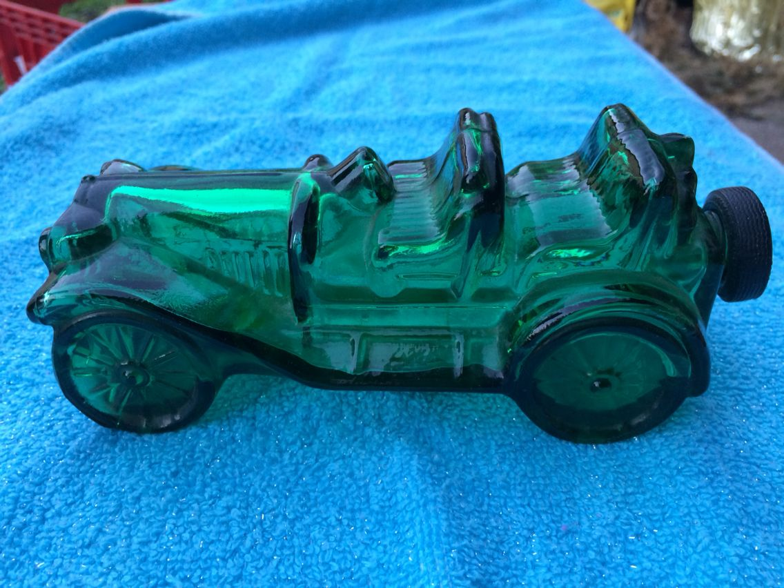Vintage Avon Green Glass Car Decanter Tai Winds Cologne Frans