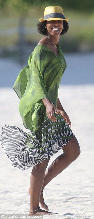 Kelly Rowland Going Natural in Miami