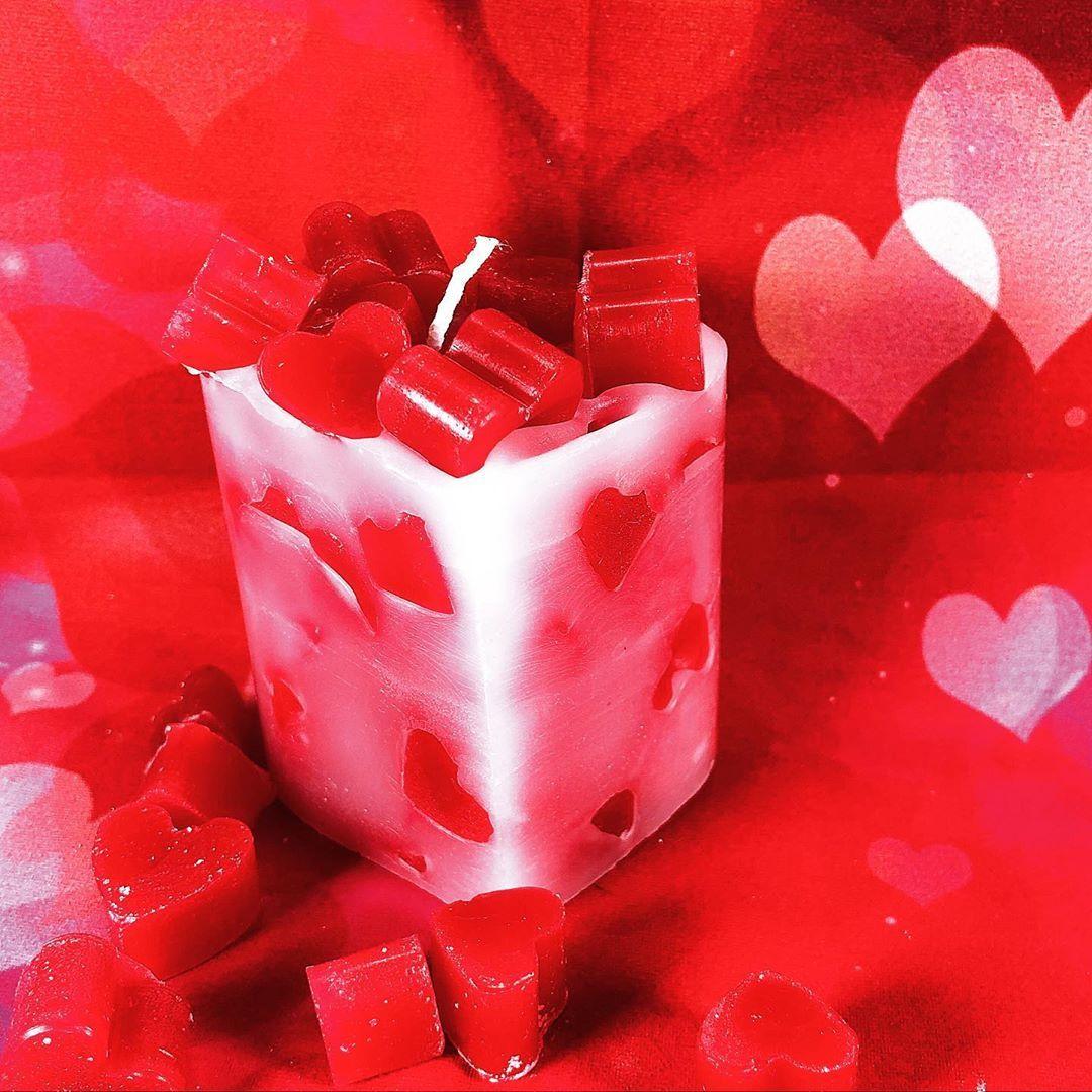 Gio Candles On Instagram Ti Amo Piccola Candela A Forma Di Cuore Ripiena Di Cuoricini Regalo Anniversario Fidanzamento Prop In 2020 Candles Fruit Watermelon