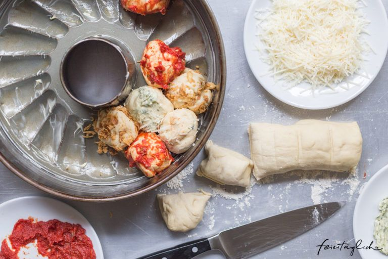 Kunterbuntes Zupfbrot – Rezept für das nächste Picknick, die Grillparty, das Sommerfest oder fürs Buffet. Dazu gibt´s Dattel-Dip. – feiertäglich…das schöne Leben