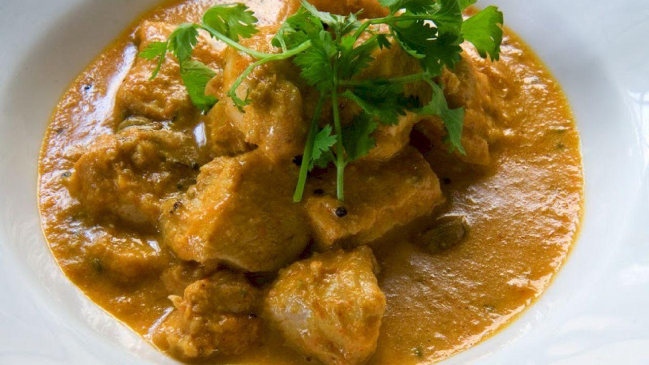 طريقة عمل الدجاج بالكاري In 2020 Curry Chicken Curry Recipes Mango Chicken Curry