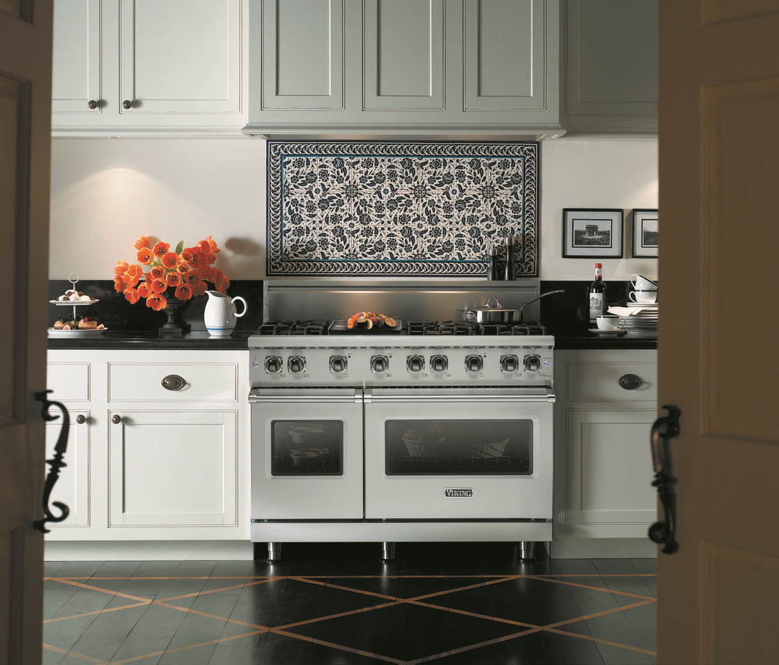 Viking Has Stayed Ahead Of The Curve Of Luxury Appliances We Find Out Their Secret Kitchen Appliances Luxury Kitchen Appliances Viking Range Kitchen
