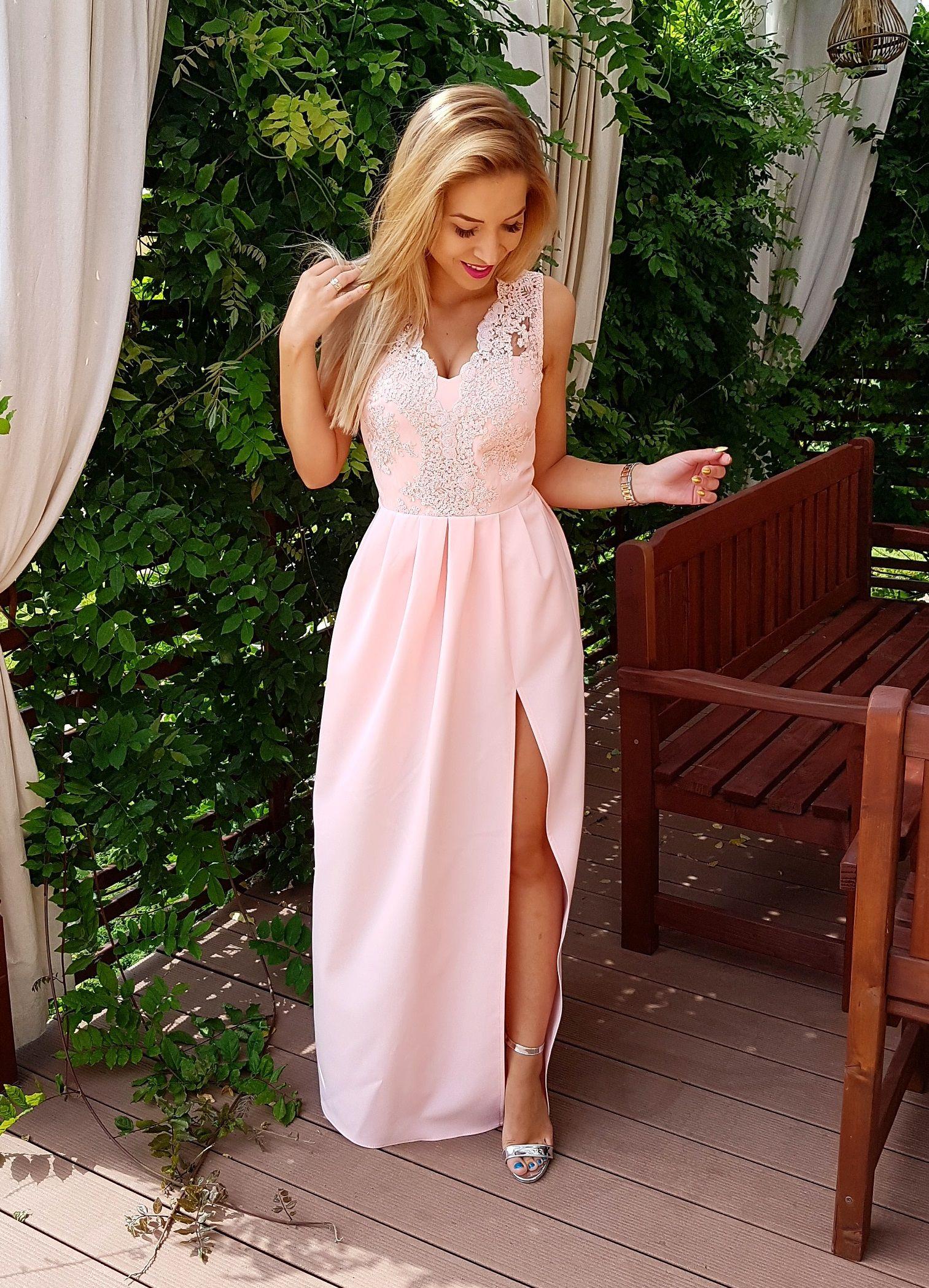 c3b836c420 Elegancka sukienka maxi w kolorze pudrowy róż. 349 zł www.illuminate.pl