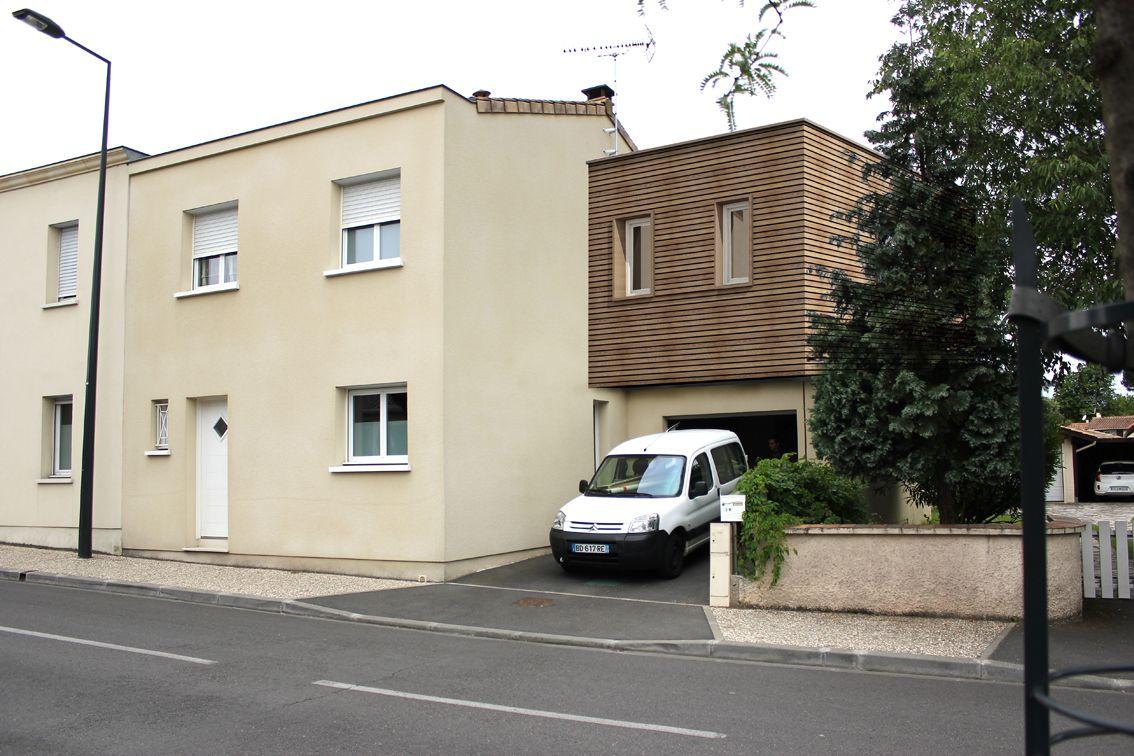 Sur l vation en bois au dessus d 39 un garage d 39 une maison d 39 habitation cityzen architectes - Garage et taxe d habitation ...