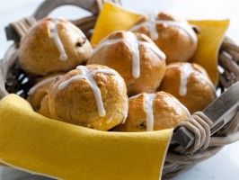 Cooking Channel serves up this Hot Cross Buns recipe supposedly Scottish Brave menu