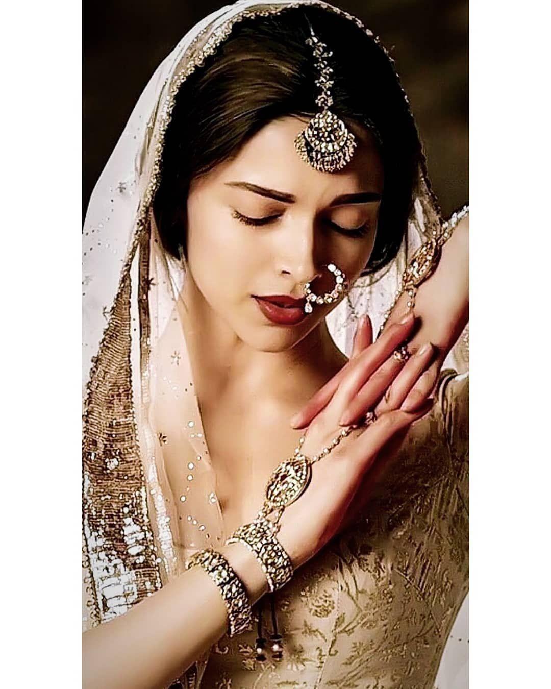 Deepika Padukone Age Husband Net Worth Biography Deepika Padukone Style Indian Photoshoot Bridal Jewellery Indian