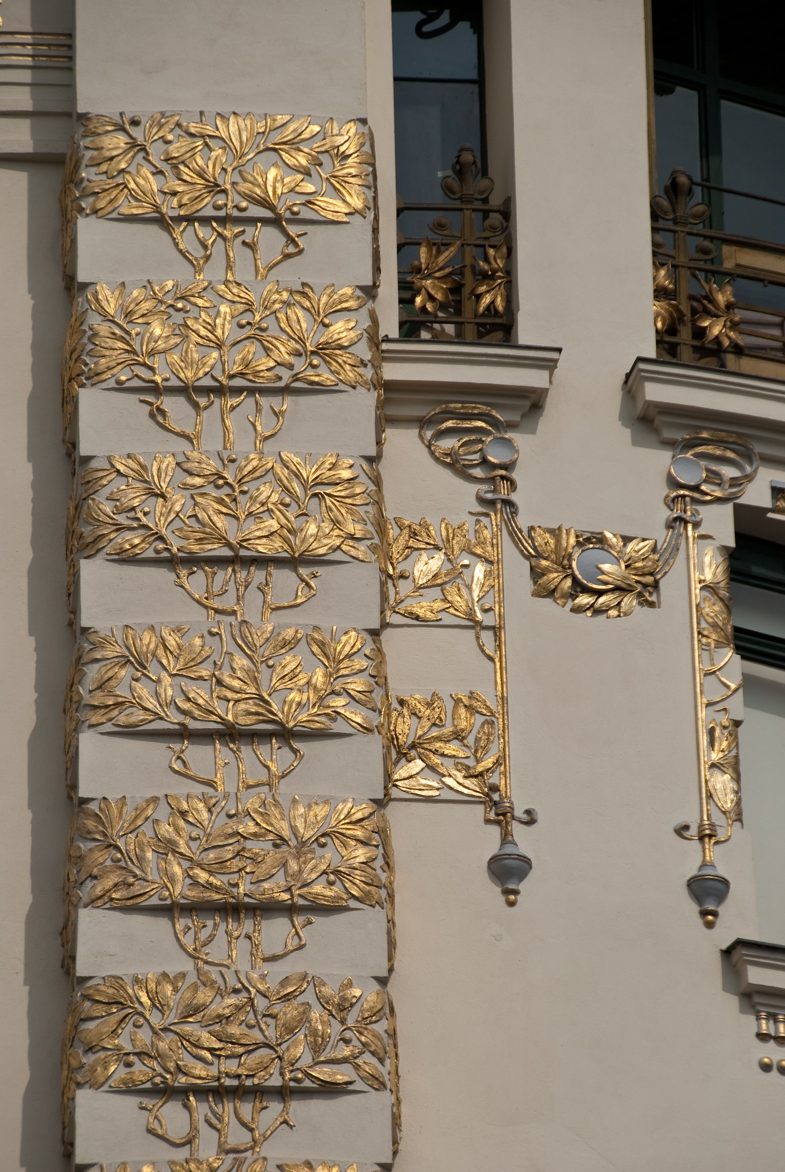 """Vienna, """"house with medallions"""", 1898 - 1899, arch. Otto Wagner"""