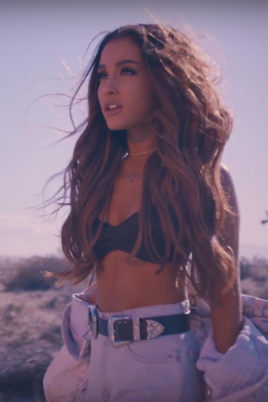 Ariana grande vide new foto