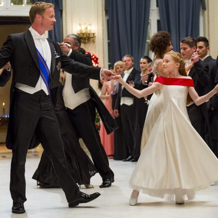 Crown for Christmas - Danica McKellar, Rupert Penry-Jones, Ellie ...