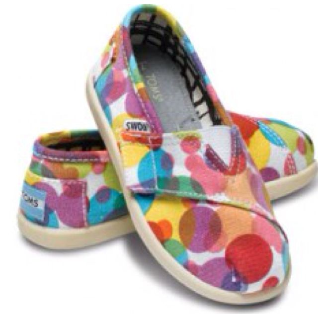 Toms Clea-I got for my 9 month old, my 2yo & myself-silly but fun! I wear a 6 but ordered the kids 4-perfect.