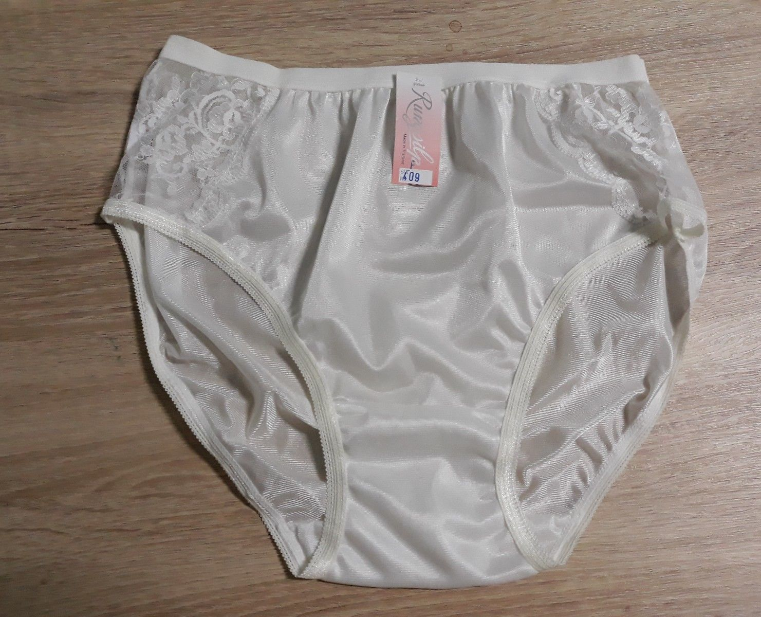 Panties 2 Pairs Briefs Size 8 Bnwt Elegant Appearance