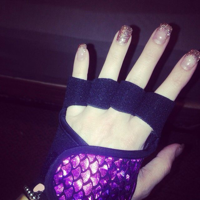 Seriously embracing my inner mermaid with my new @glovegirl workout gloves!  #sopretty