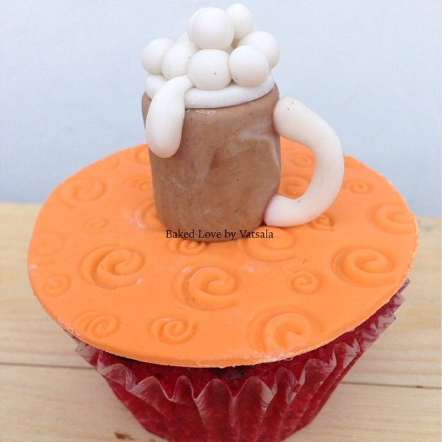 I love the combination of a cold one and a cupcake. You? ☺️ #bakedlove #bakedlovebyvatsala #beercupcake #edibleart