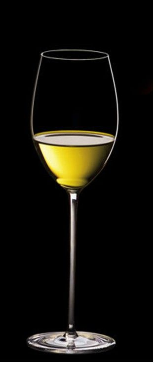 The perfect Sauvignon Blanc glass is tall and slim.The glass has a long stem and narrow bowl, slightly tapered at the top.