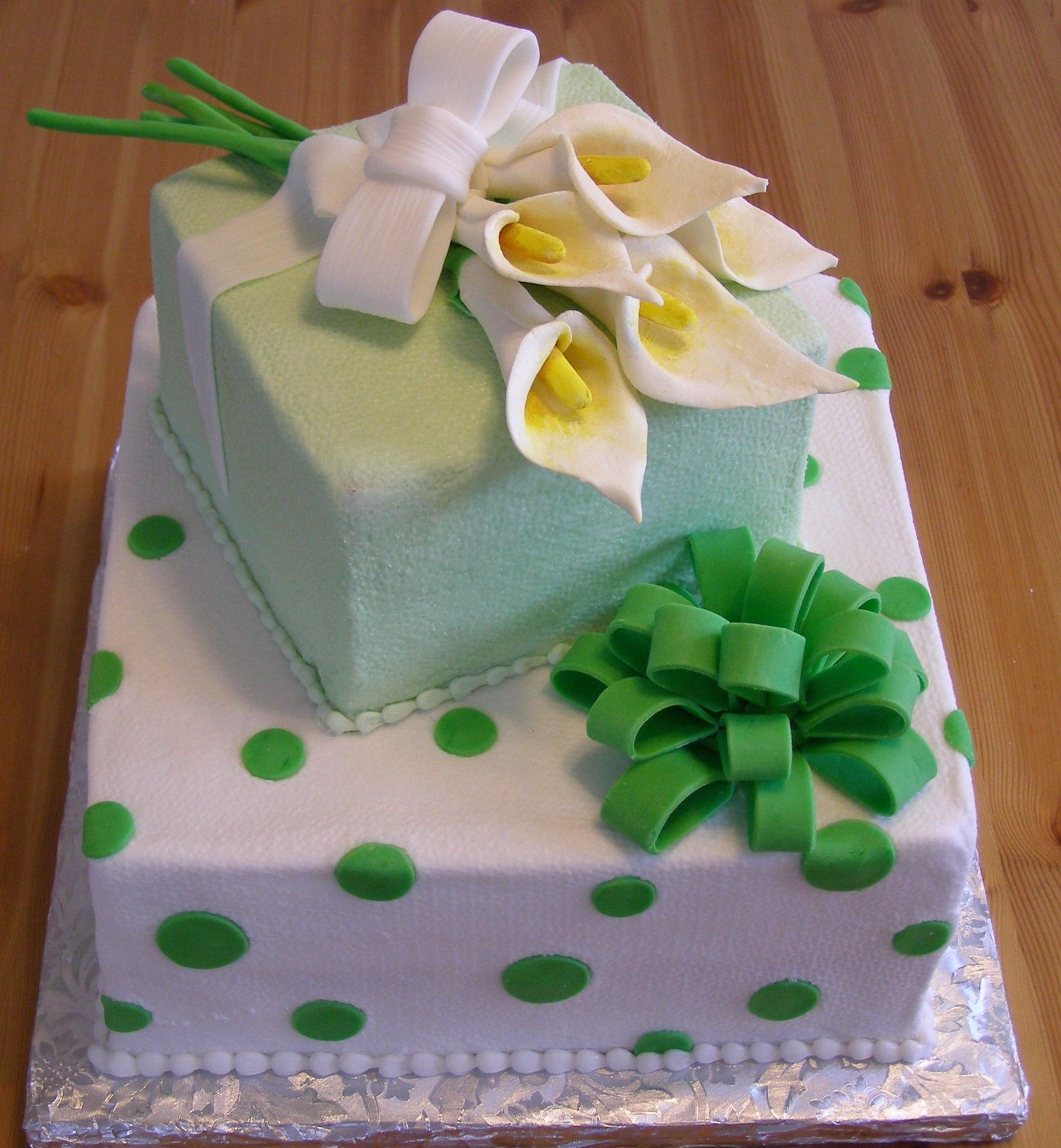 I live calla lilies on cakes They always look so good birthday