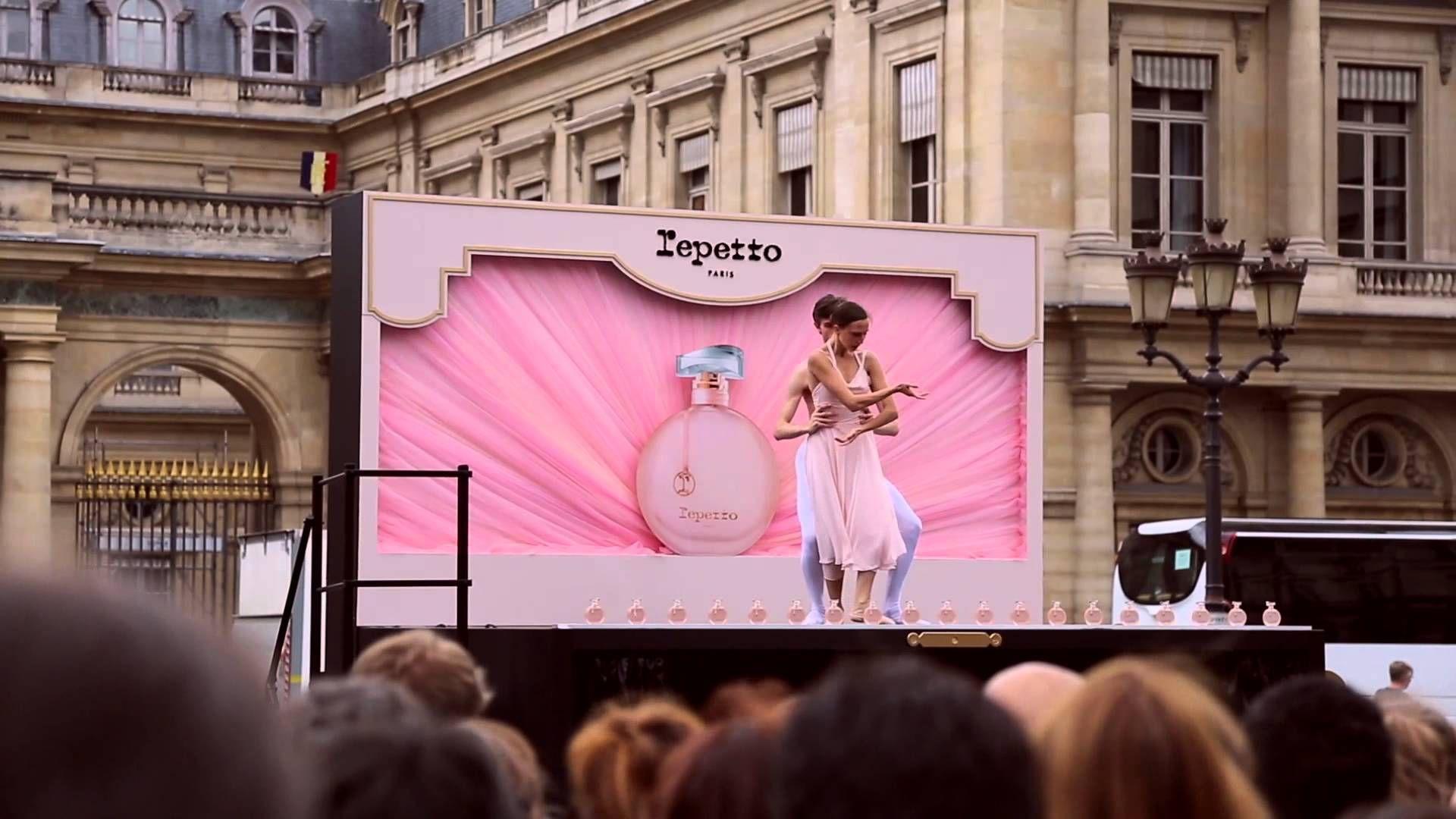Video - Outdoor Ballet by Repetto for the launch of its 'Eau de Parfum' at the 'Place du Palais Royal' in Paris #balletacielouvert #repetto #repettoparfum