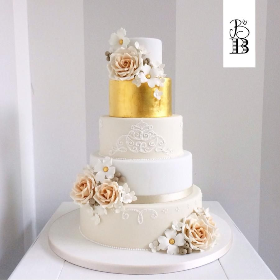 Wedding cake in gold and ivory   Tortas/pasteles   Pinterest ...